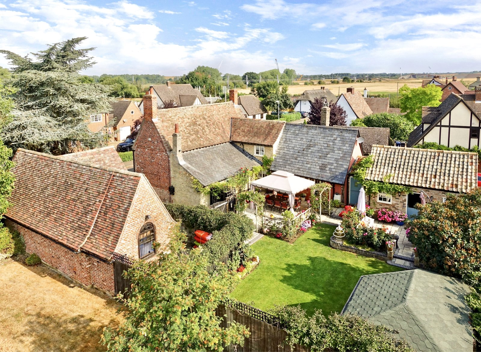 4 bed house for sale in High Street, Offord Cluny  - Property Image 5
