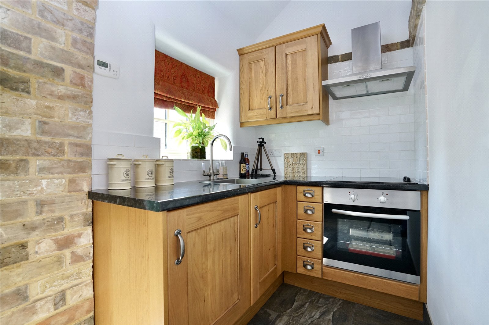 4 bed house for sale in High Street, Offord Cluny 15