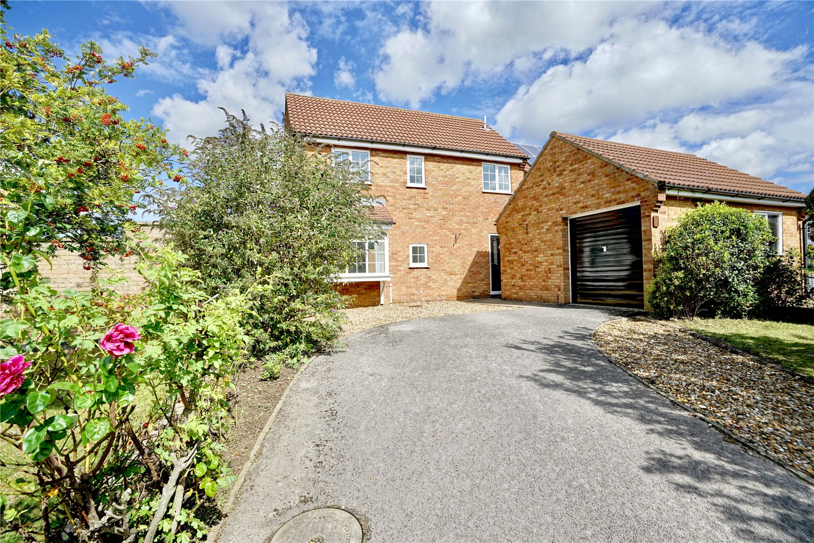 4 bed house for sale in Eaton Socon, Muntjac Close, PE19 8QH, PE19