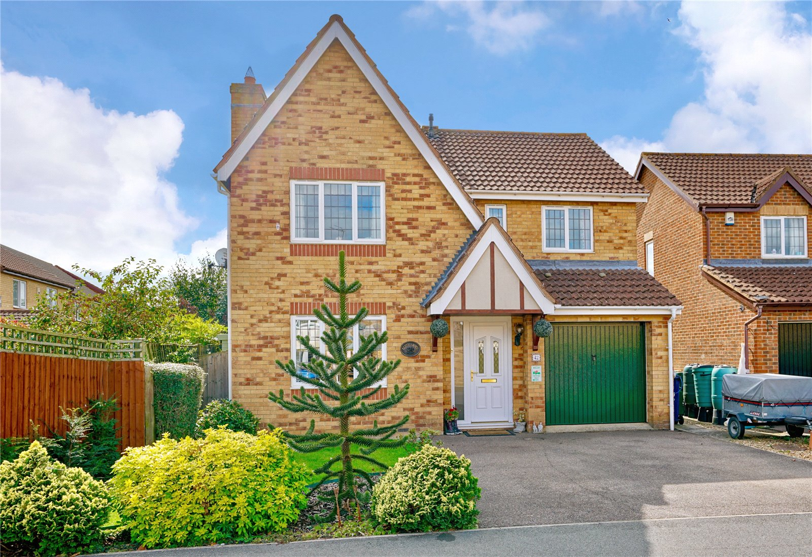 4 bed house for sale in St. Neots, Hawkesford Way, PE19 1LR  - Property Image 1