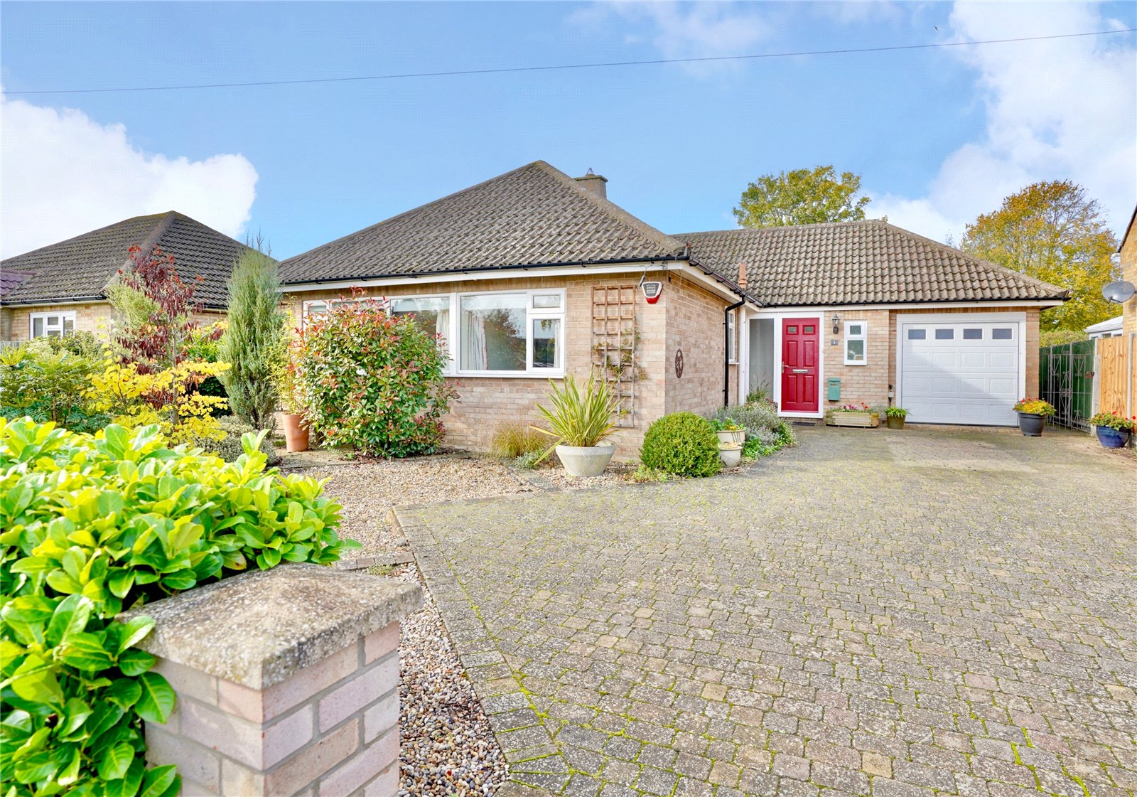 3 bed bungalow for sale in Eaton Ford, Saviles Close, PE19 7GD - Property Image 1