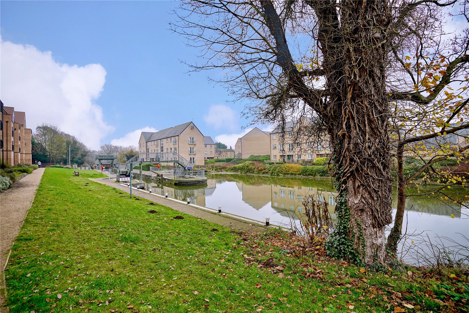 1 bed apartment for sale in Marbled White Court, Little Paxton - Property Image 1