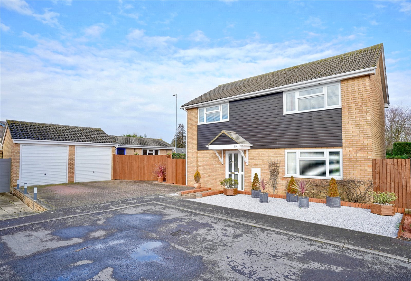 4 bed house for sale in Eaton Ford, Coleridge Court, PE19 7LY  - Property Image 1