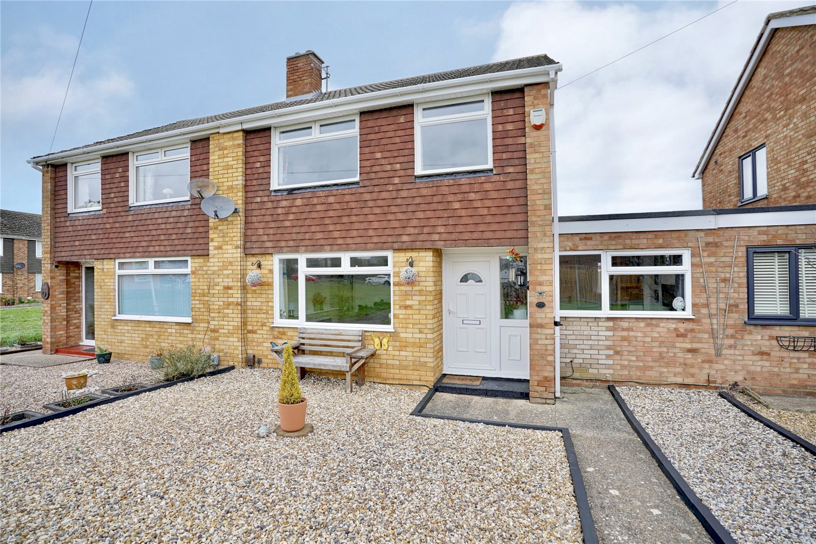 3 bed house for sale in Booth Way, Little Paxton  - Property Image 1