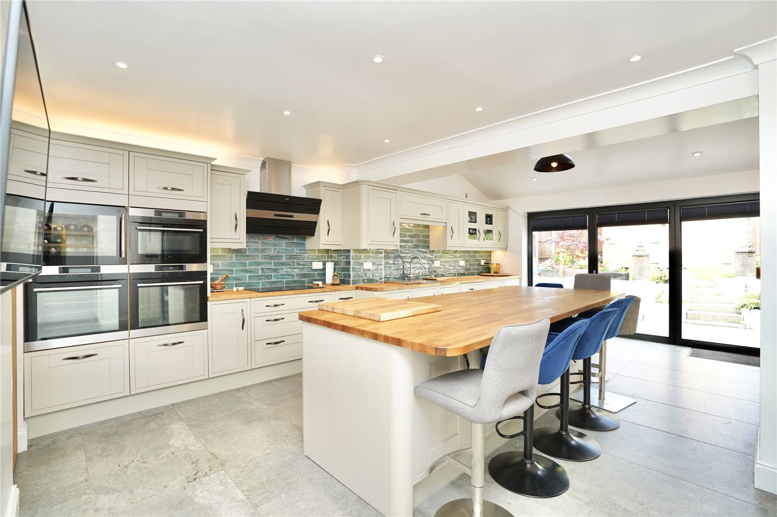 5 bed house for sale in Laxton Close, Eaton Ford  - Property Image 1