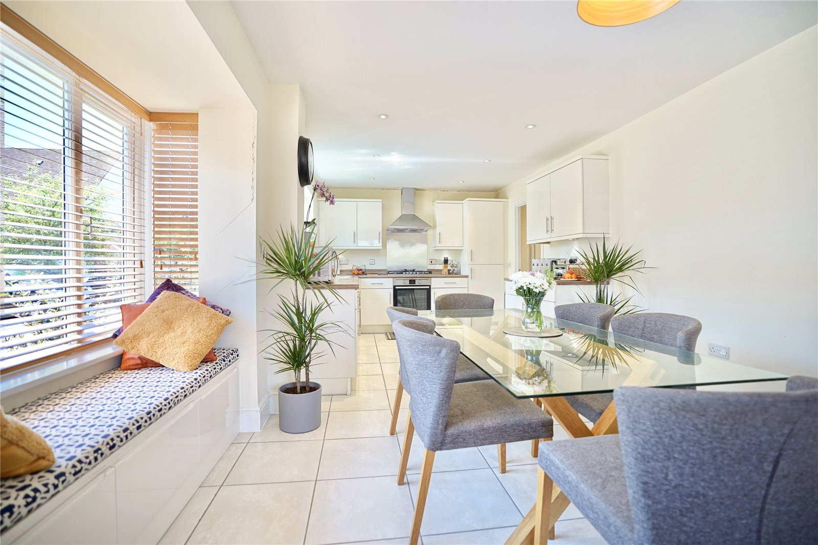 4 bed house for sale in Wood Ridge Crescent, St. Neots  - Property Image 2