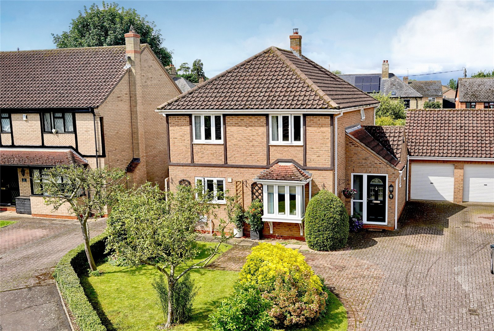 4 bed house for sale in Alsyke Close, Grafham  - Property Image 1