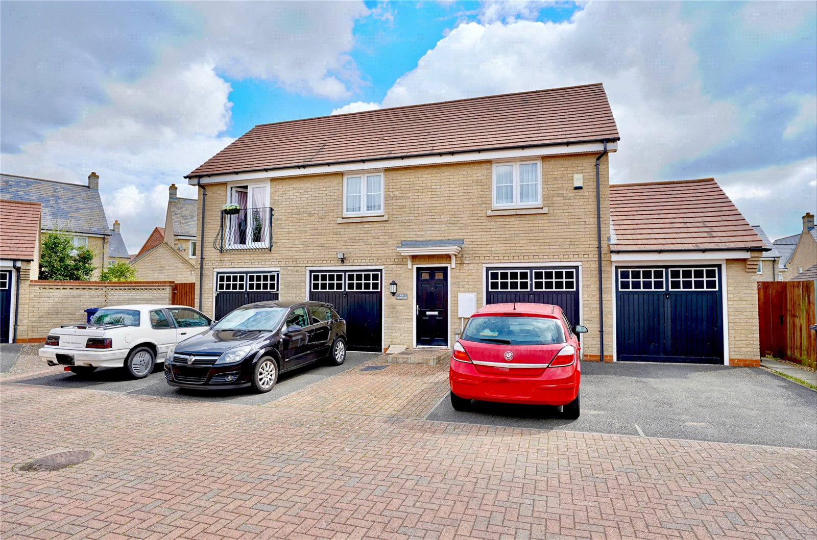 2 bed apartment for sale in Hogsden Leys, St. Neots - Property Image 1