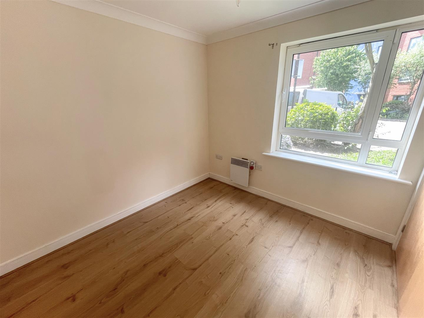 1 bed flat to rent in Harkness Court, Cleeve Way 4