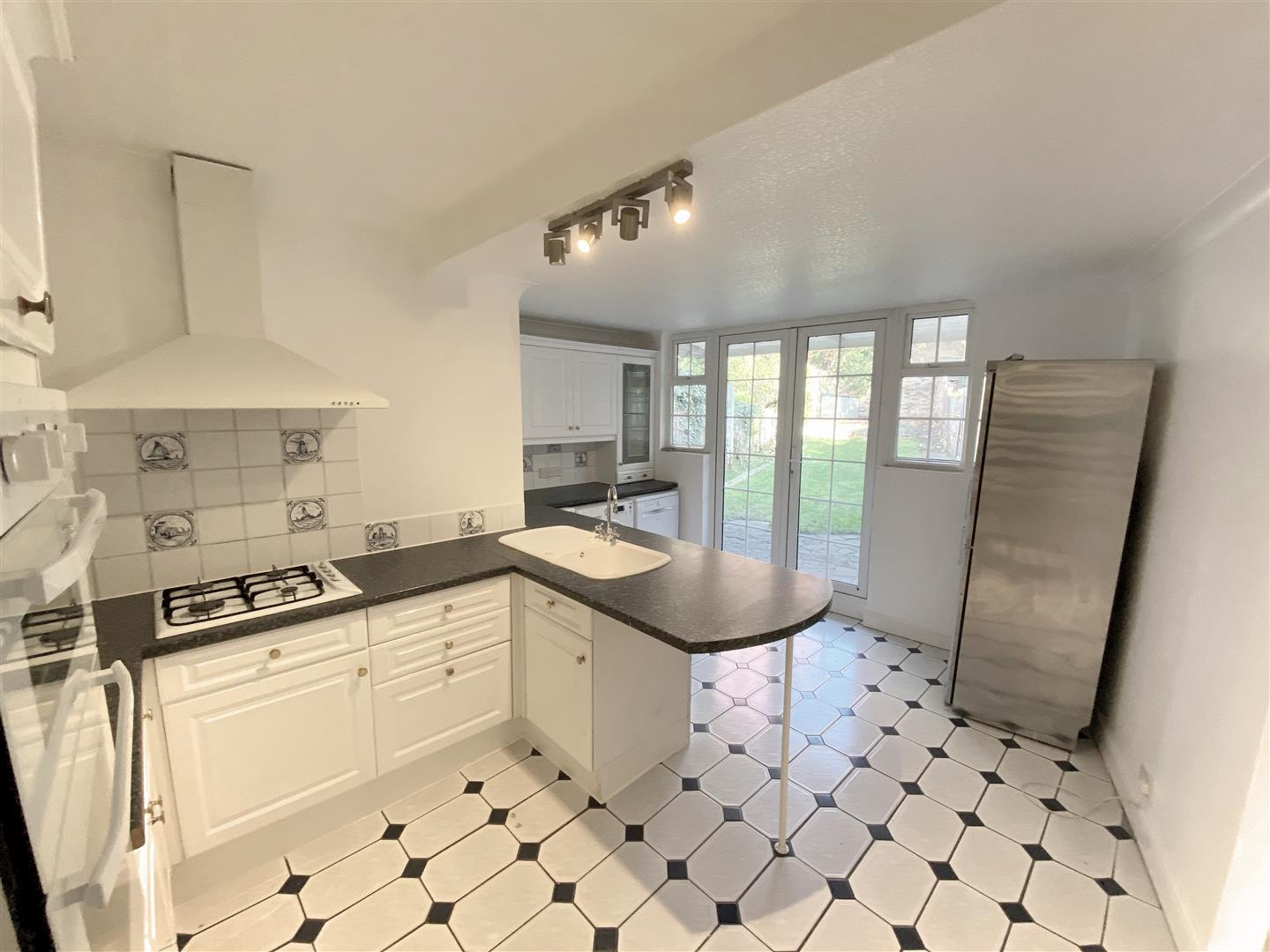 3 bed semi-detached house to rent in Kingston Road, Ewell 7
