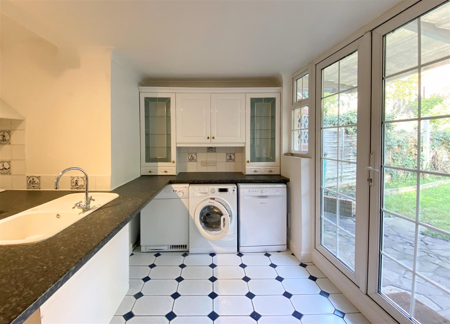3 bed semi-detached house to rent in Kingston Road, Ewell 9