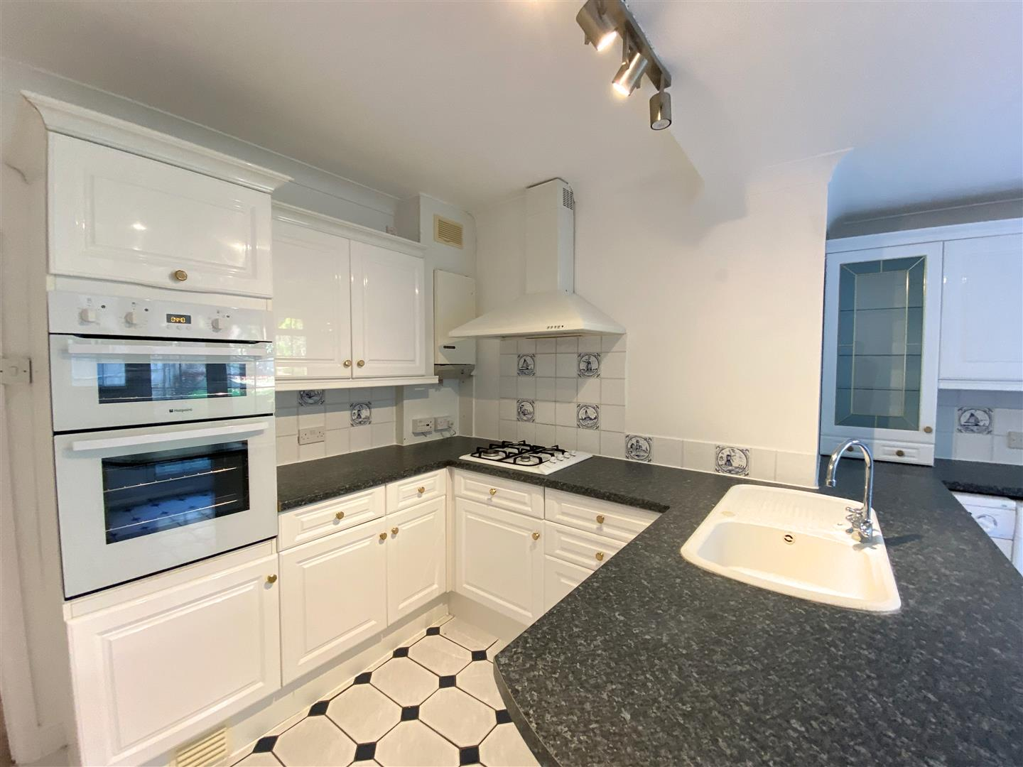 3 bed semi-detached house to rent in Kingston Road, Ewell 8