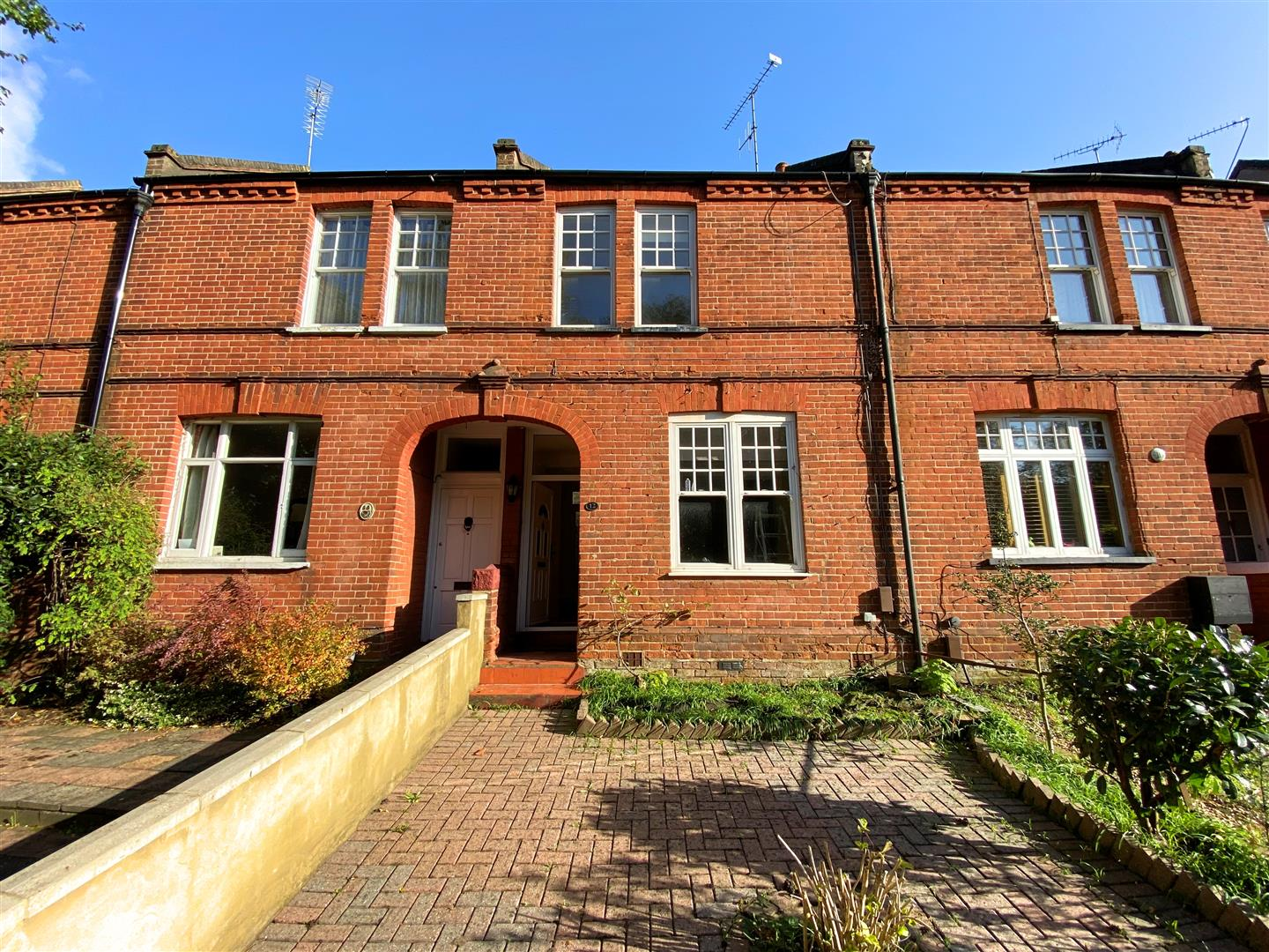 3 bed semi-detached house to rent in Kingston Road, Ewell - Property Image 1