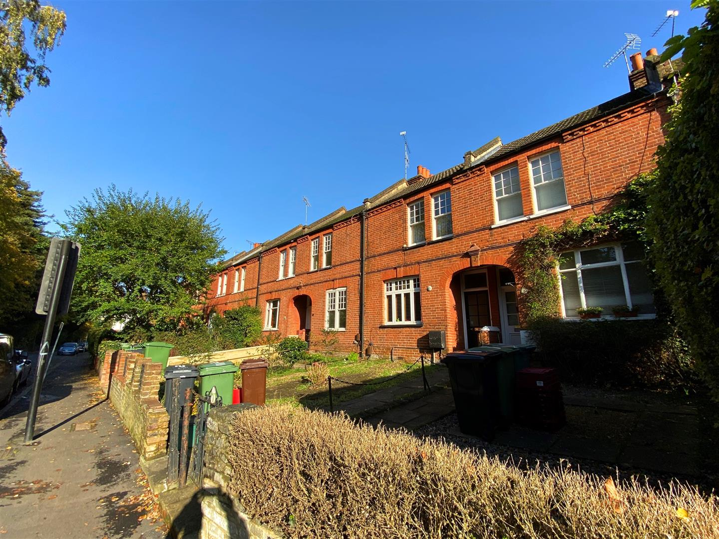 3 bed semi-detached house to rent in Kingston Road, Ewell 2