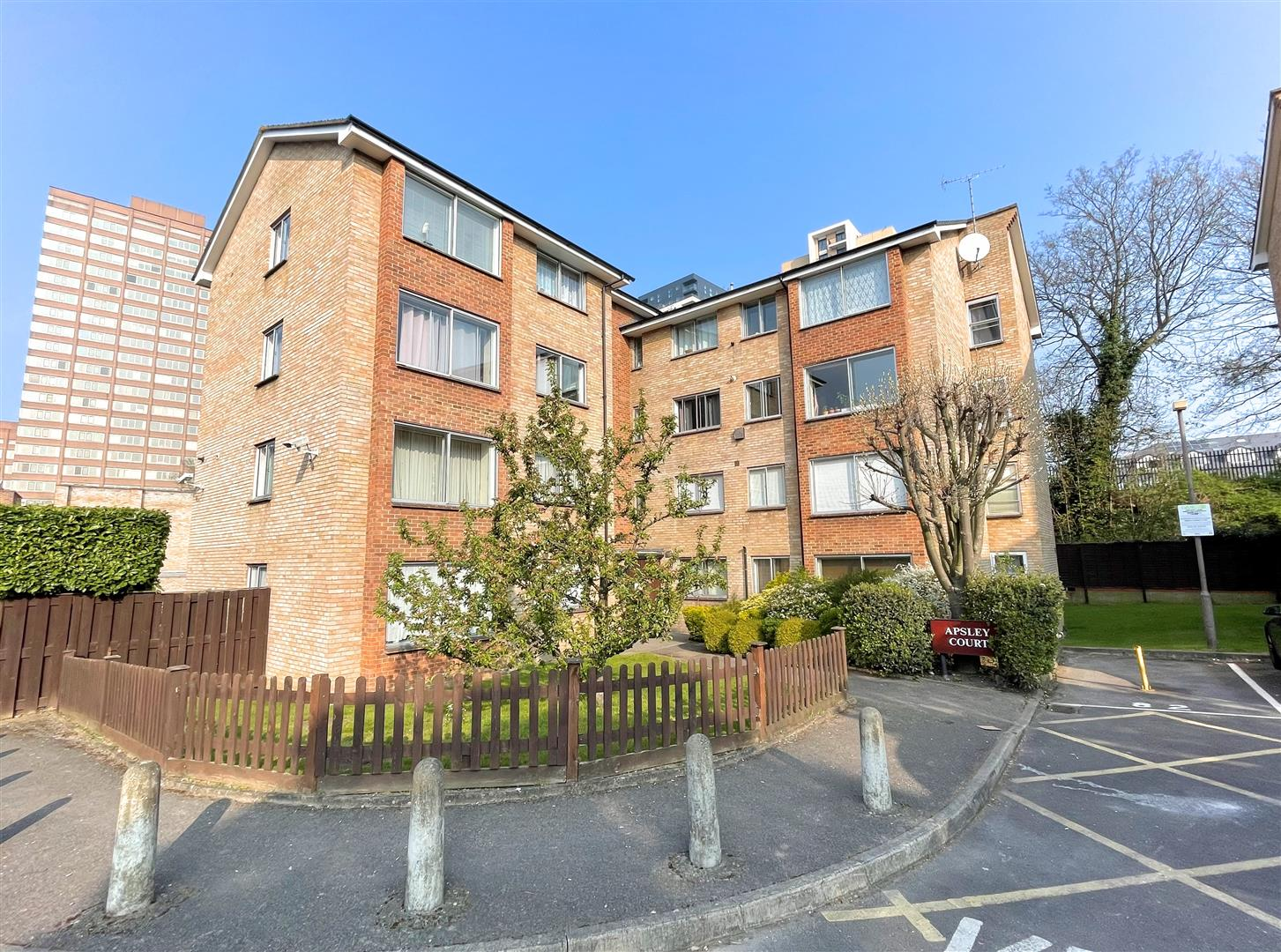 1 bed flat to rent in Apsley Court, Wellesley Road  - Property Image 1
