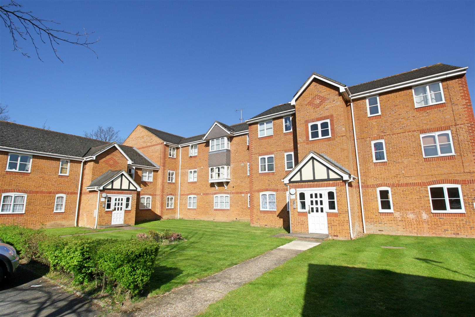 2 bed flat to rent in Phillips Close, Carshalton, SM5