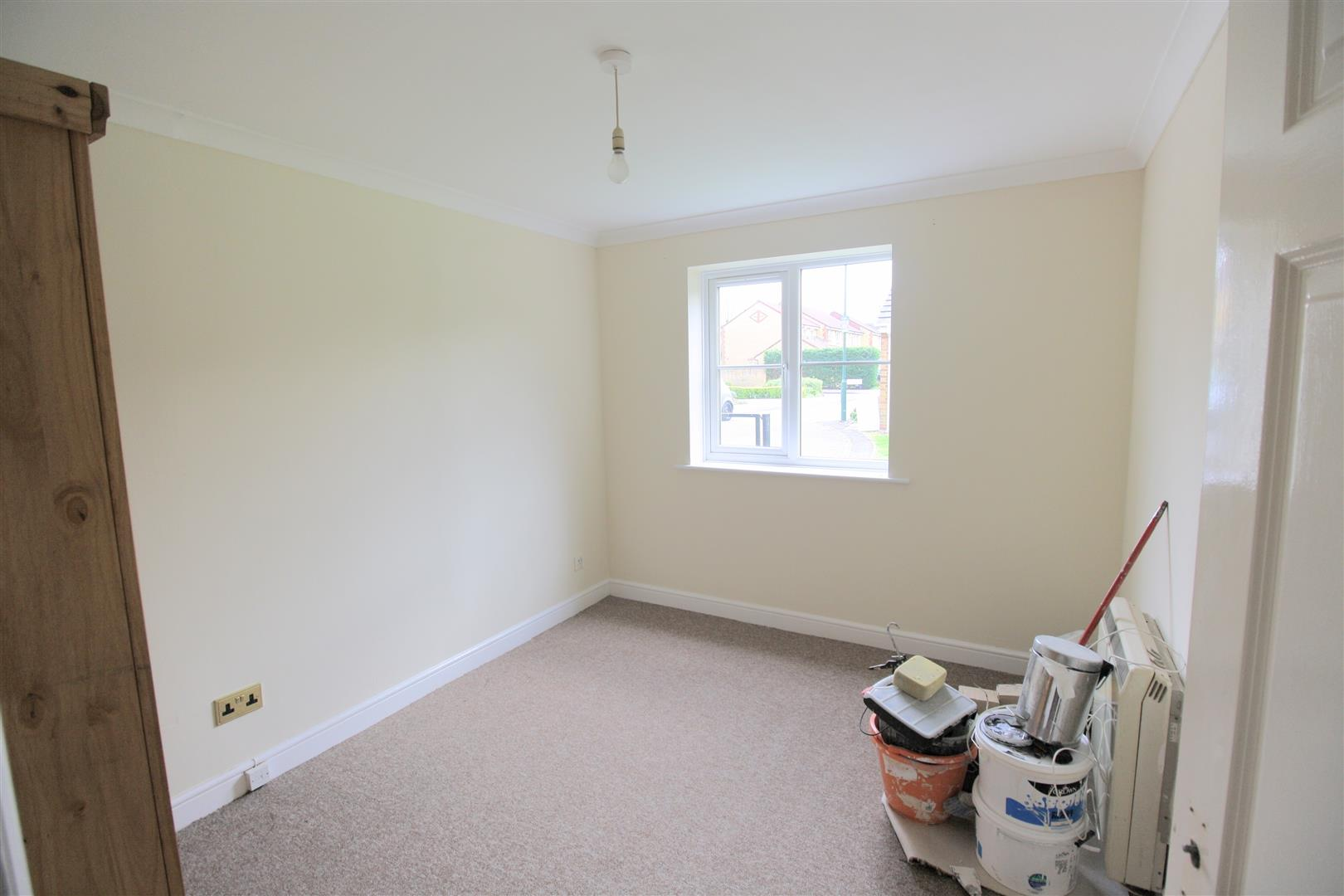 2 bed flat to rent in Phillips Close, Carshalton 2