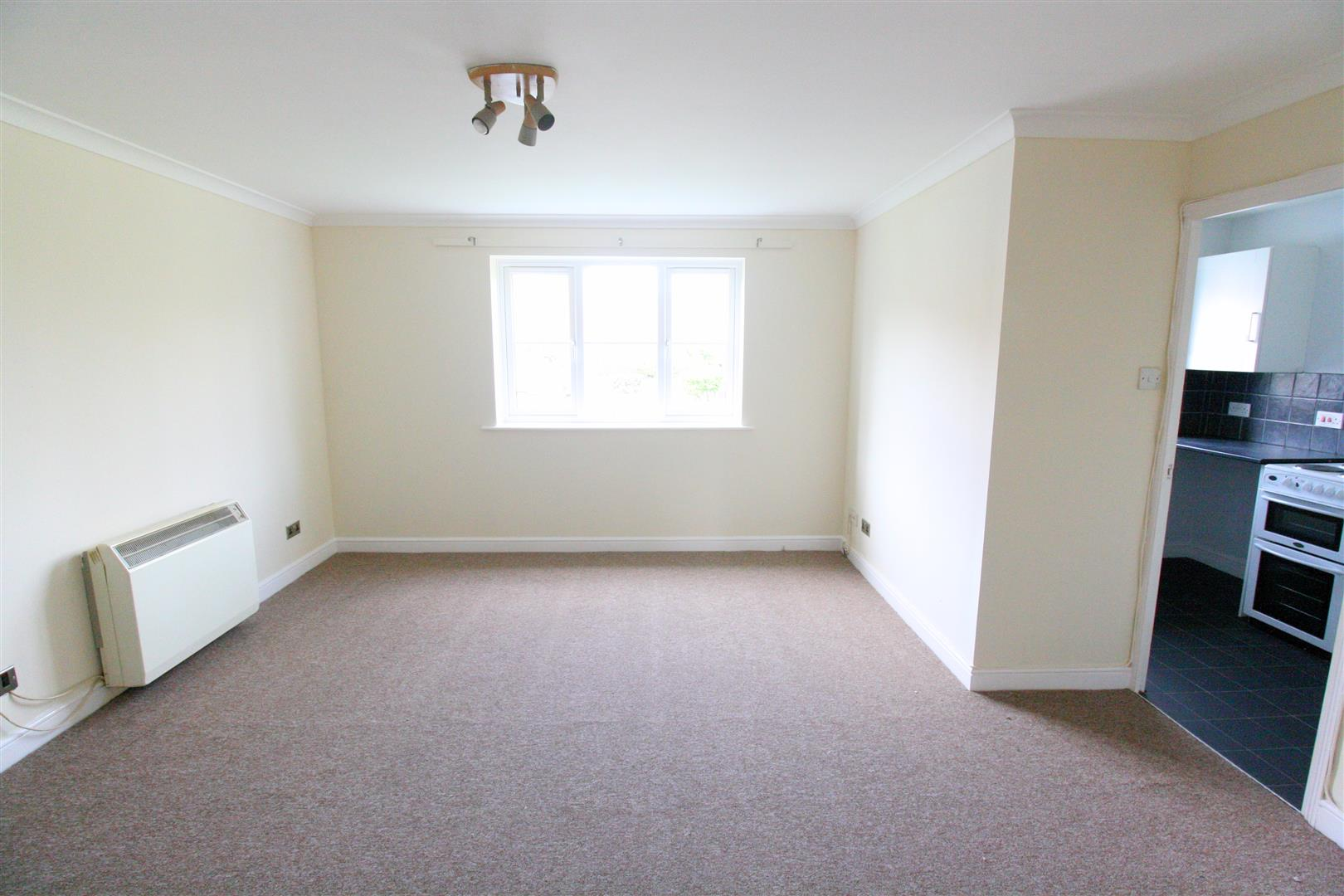 2 bed flat to rent in Phillips Close, Carshalton 5