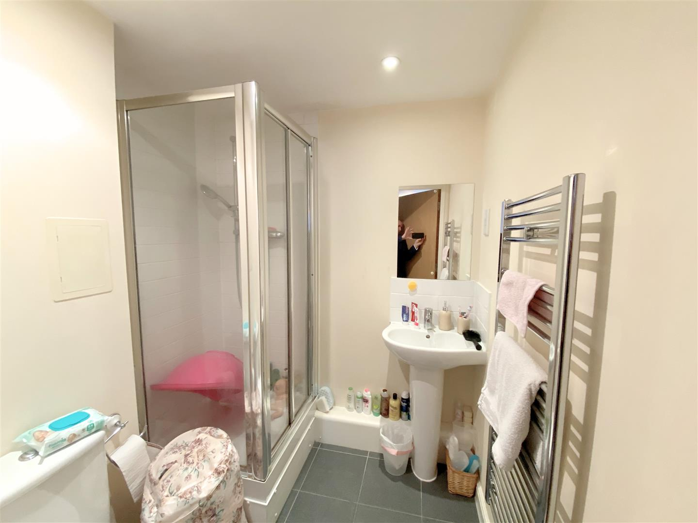 Flat to rent in Aspects, 1 Throwley Way  - Property Image 8
