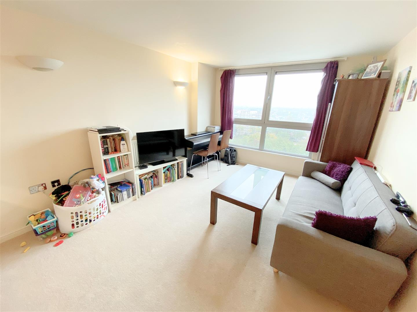 Flat to rent in Aspects, 1 Throwley Way  - Property Image 4