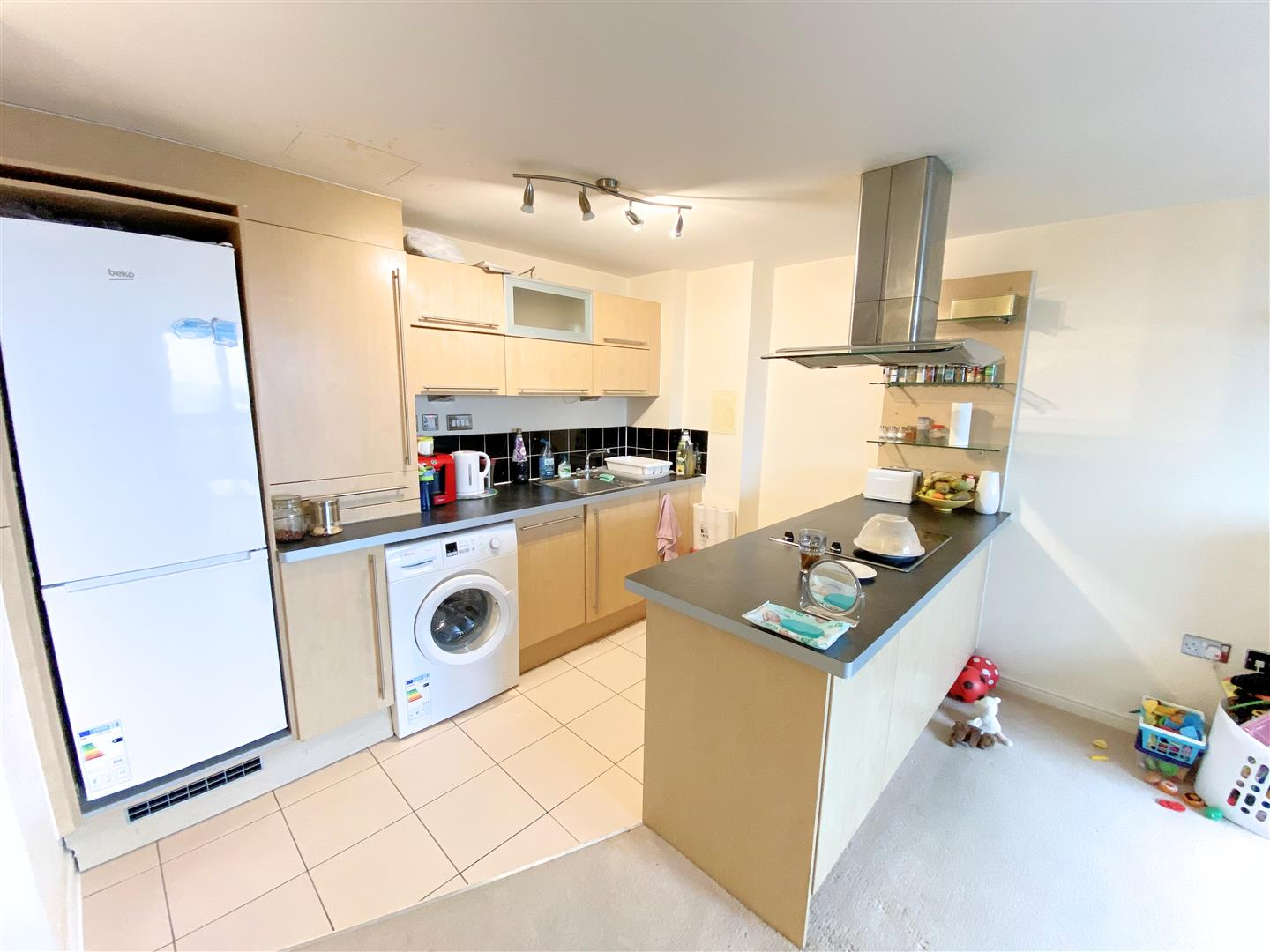 Flat to rent in Aspects, 1 Throwley Way  - Property Image 3