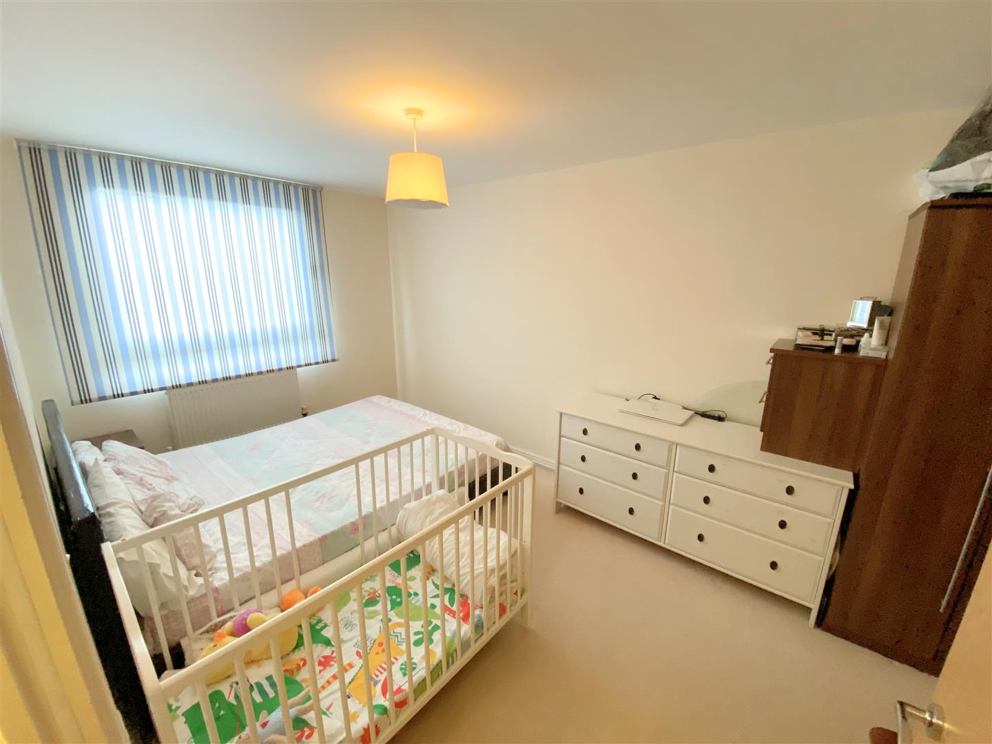 Flat to rent in Aspects, 1 Throwley Way  - Property Image 5
