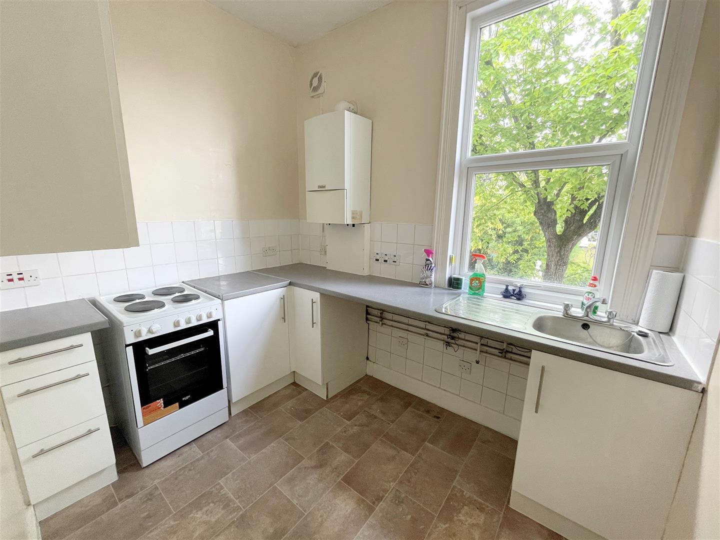 2 bed flat to rent in Manor Road, Wallington 4