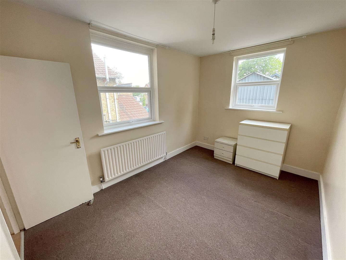 2 bed flat to rent in Manor Road, Wallington 6