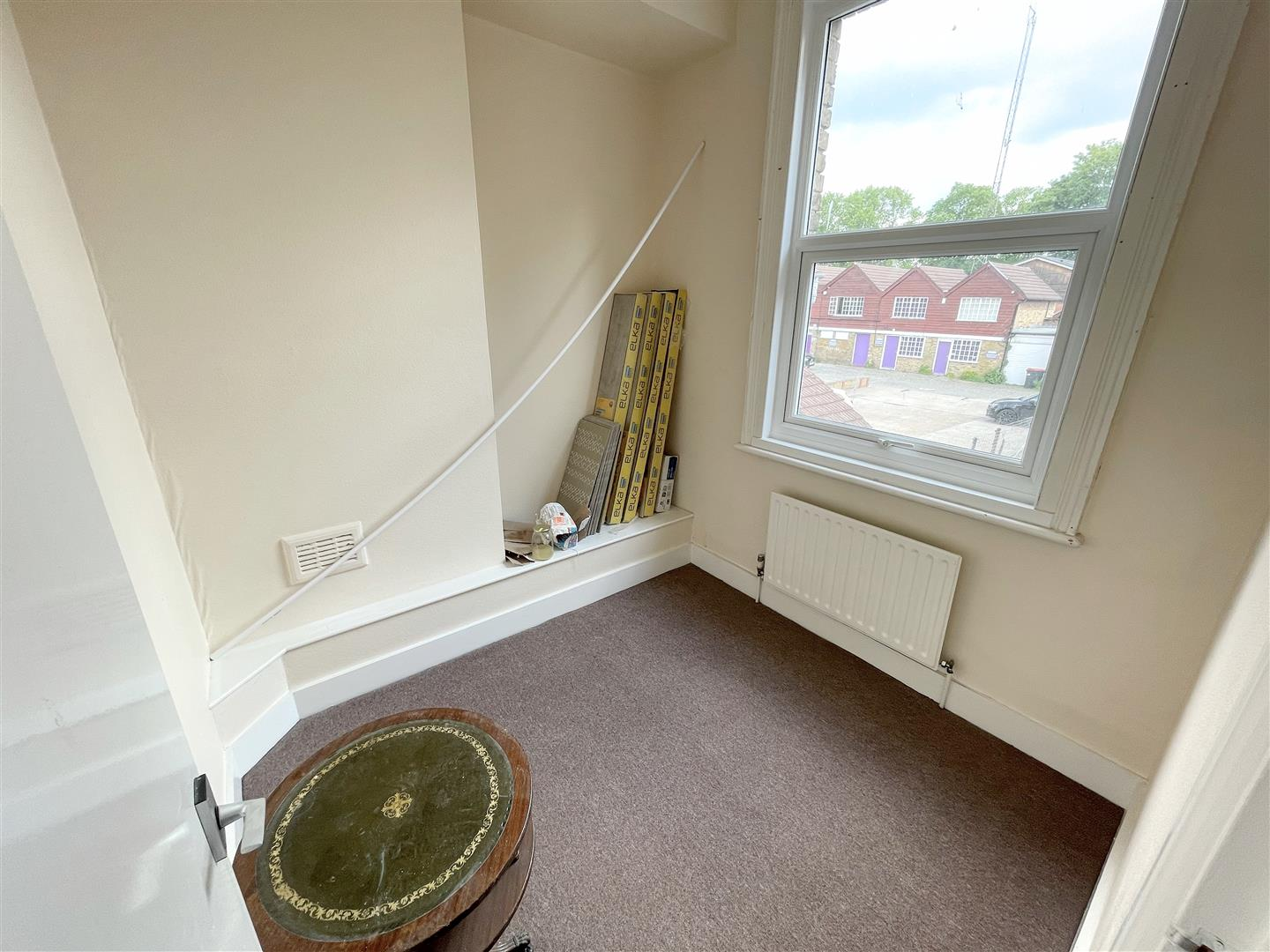 2 bed flat to rent in Manor Road, Wallington 5