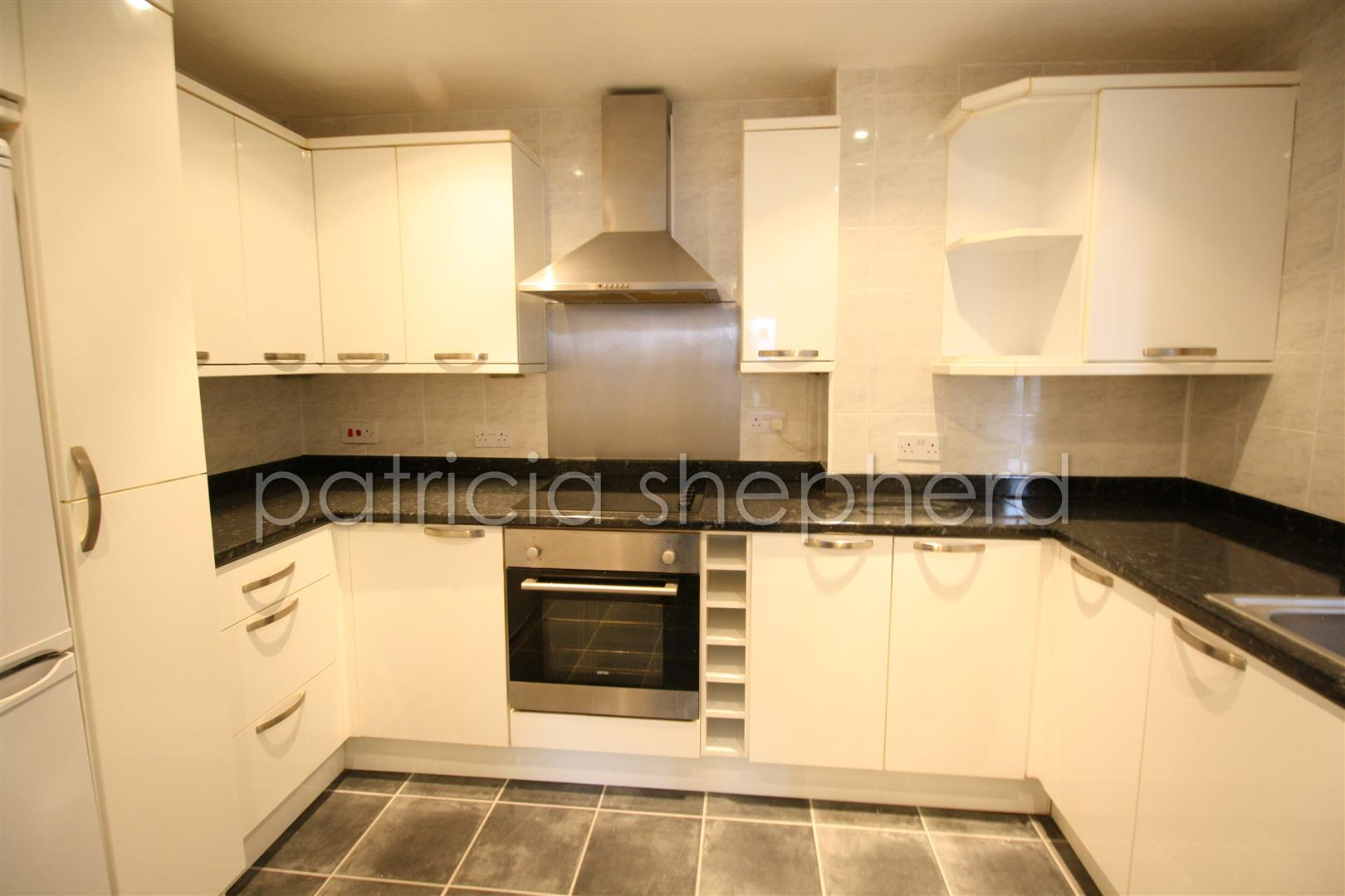 1 bed flat to rent in Carisbrooke Court, Station Approach 2