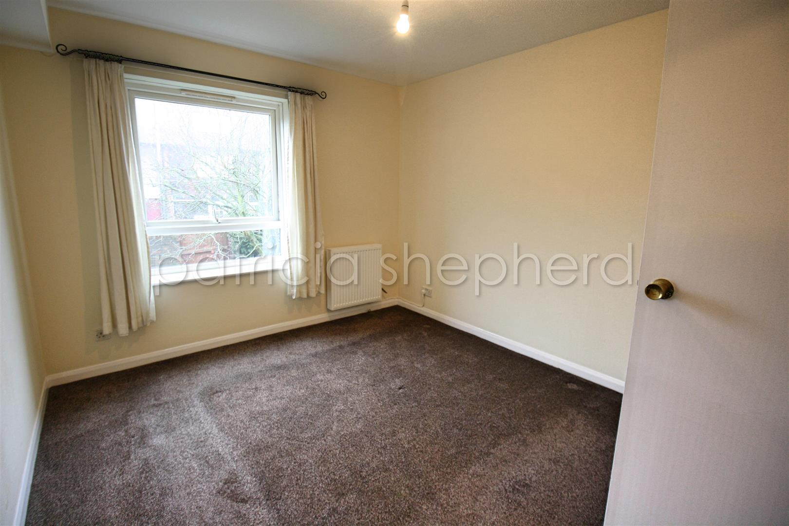 1 bed flat to rent in Carisbrooke Court, Station Approach 4