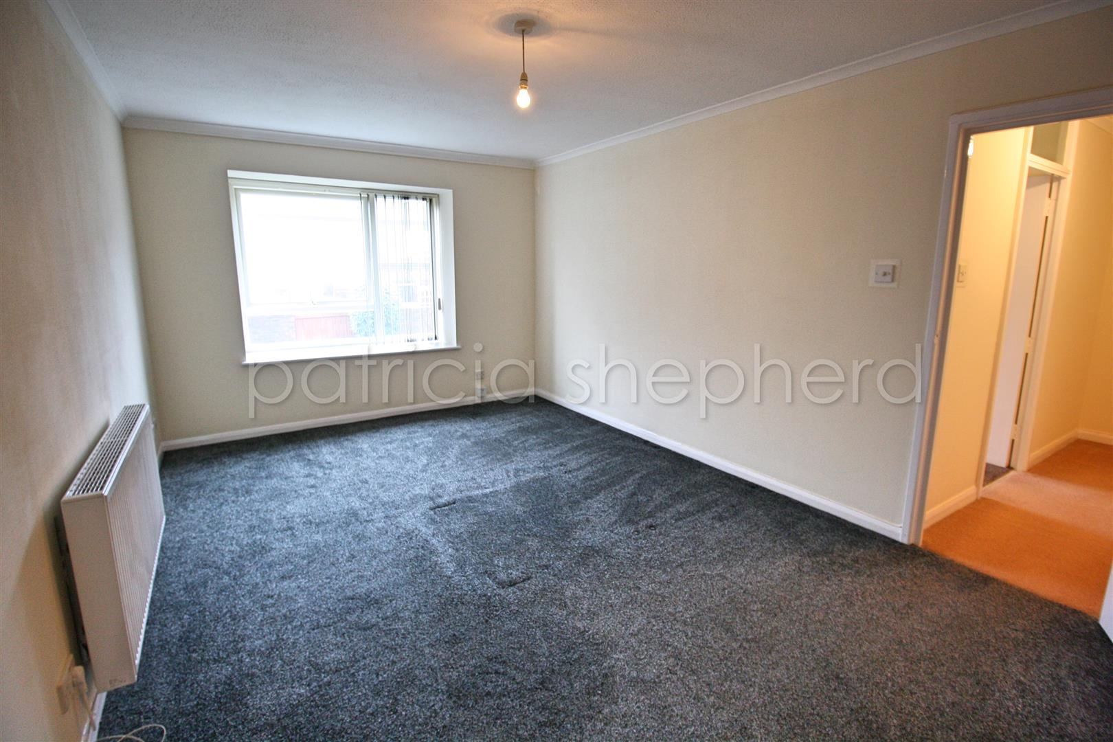 1 bed flat to rent in Carisbrooke Court, Station Approach 3