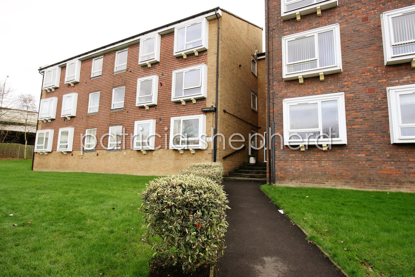 1 bed flat to rent in Carisbrooke Court, Station Approach, SM2