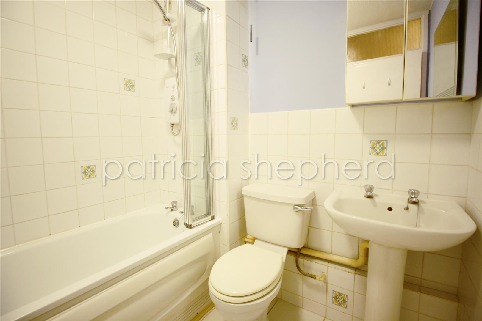 1 bed flat to rent in Carisbrooke Court, Station Approach 5