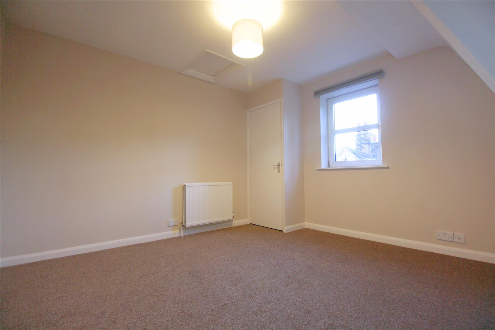 1 bed flat to rent in Hamilton House, 17b Cedar Road 1