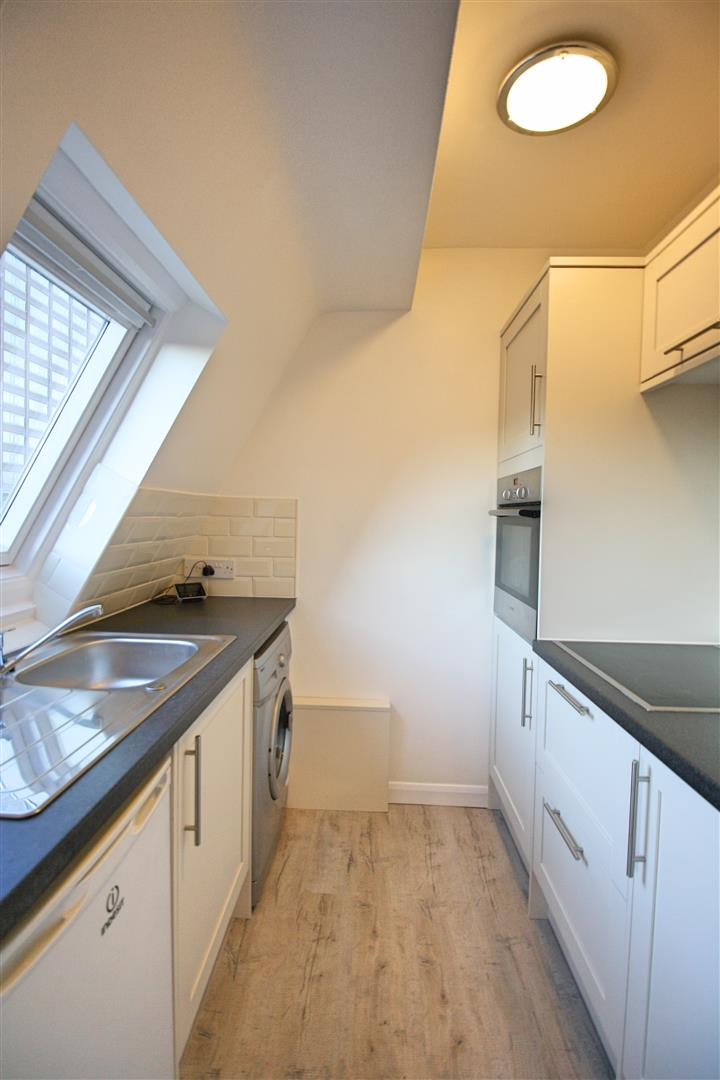 1 bed flat to rent in Hamilton House, 17b Cedar Road 3