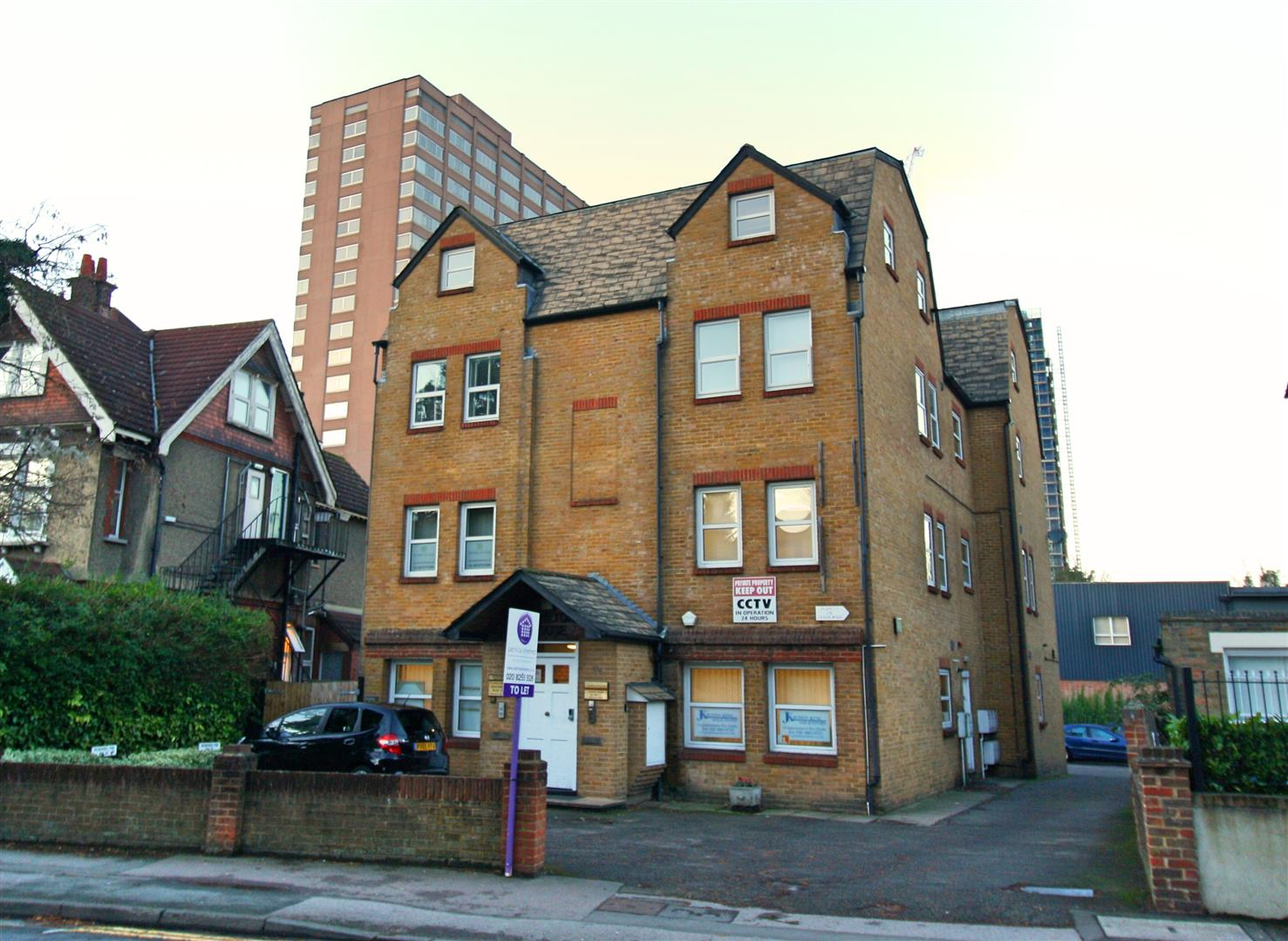 1 bed flat to rent in Hamilton House, 17b Cedar Road - Property Image 1