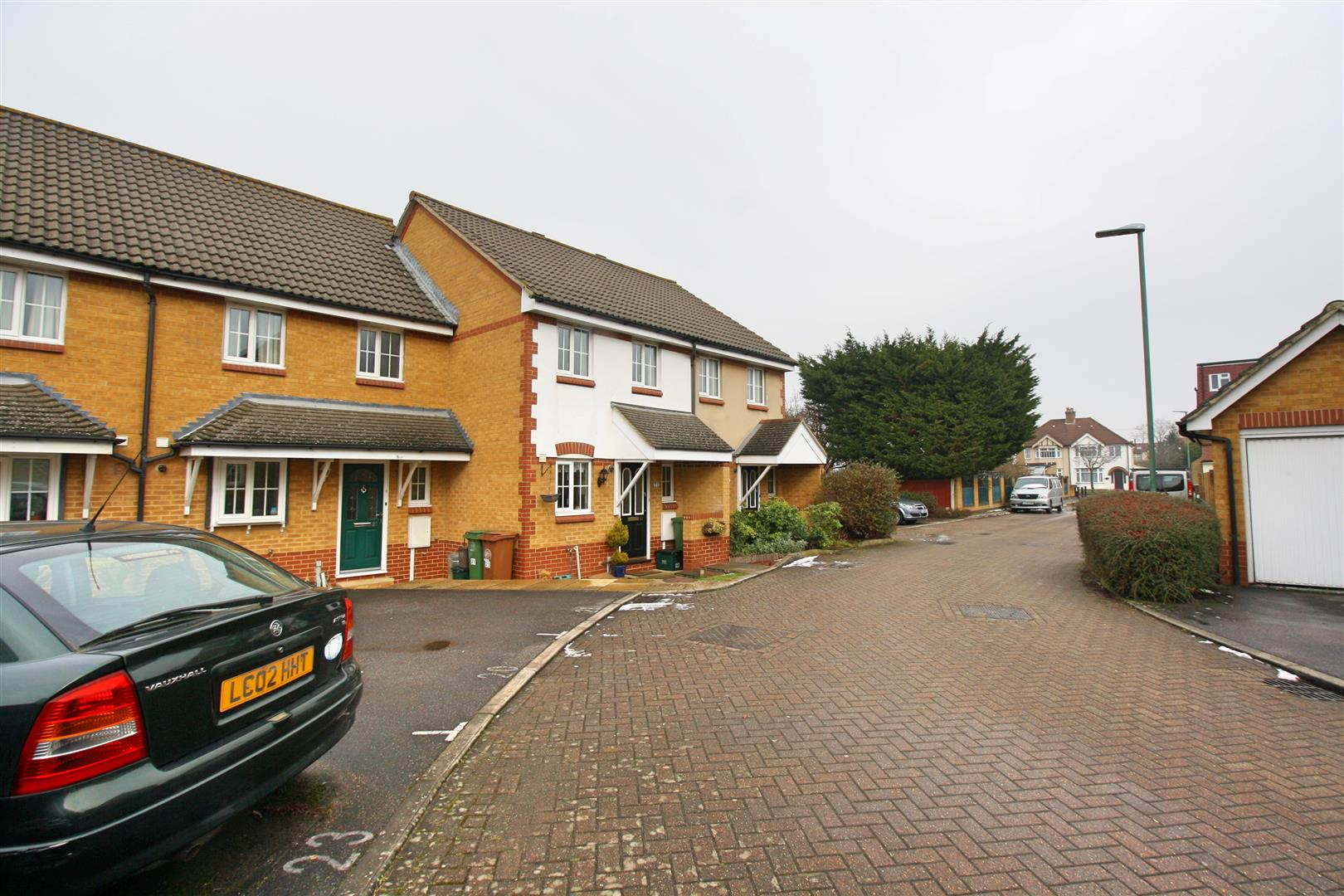 2 bed terraced house to rent in Elizabeth Close, Sutton 11
