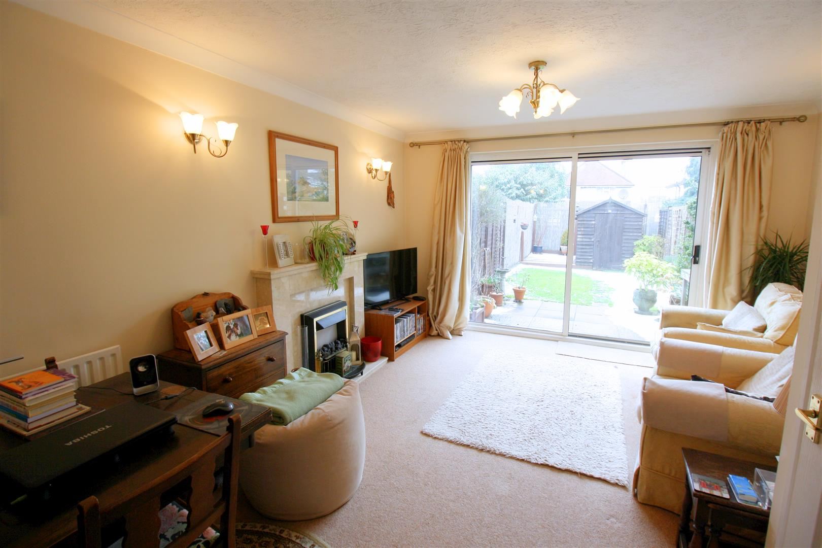 2 bed terraced house to rent in Elizabeth Close, Sutton  - Property Image 2