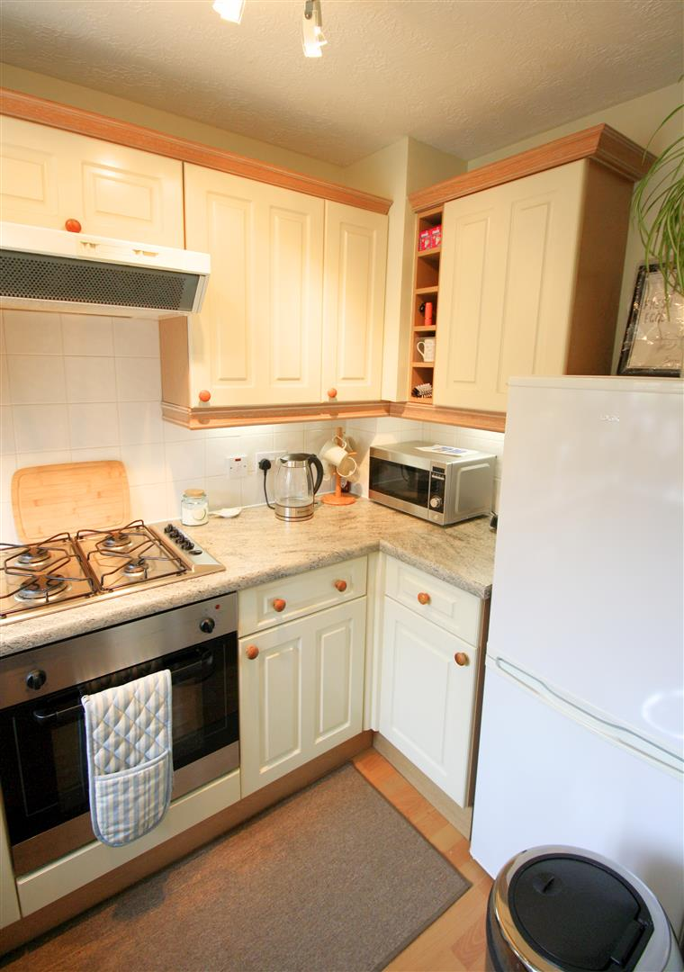 2 bed terraced house to rent in Elizabeth Close, Sutton  - Property Image 5