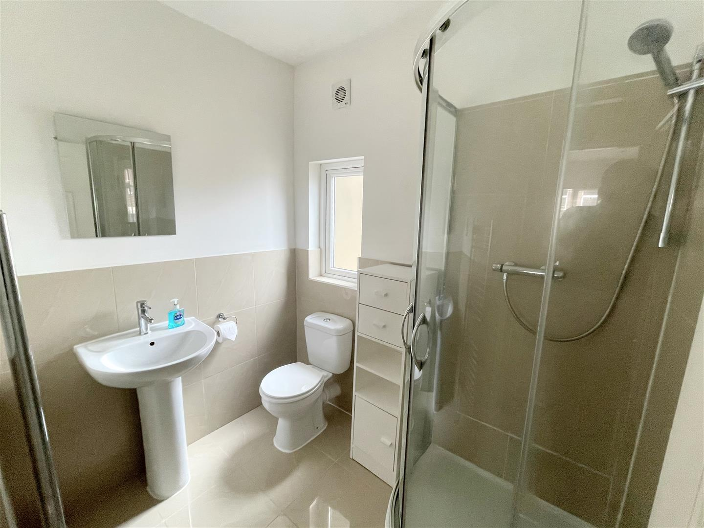 1 bed flat to rent in Upper Mulgrave Road, Cheam  - Property Image 3