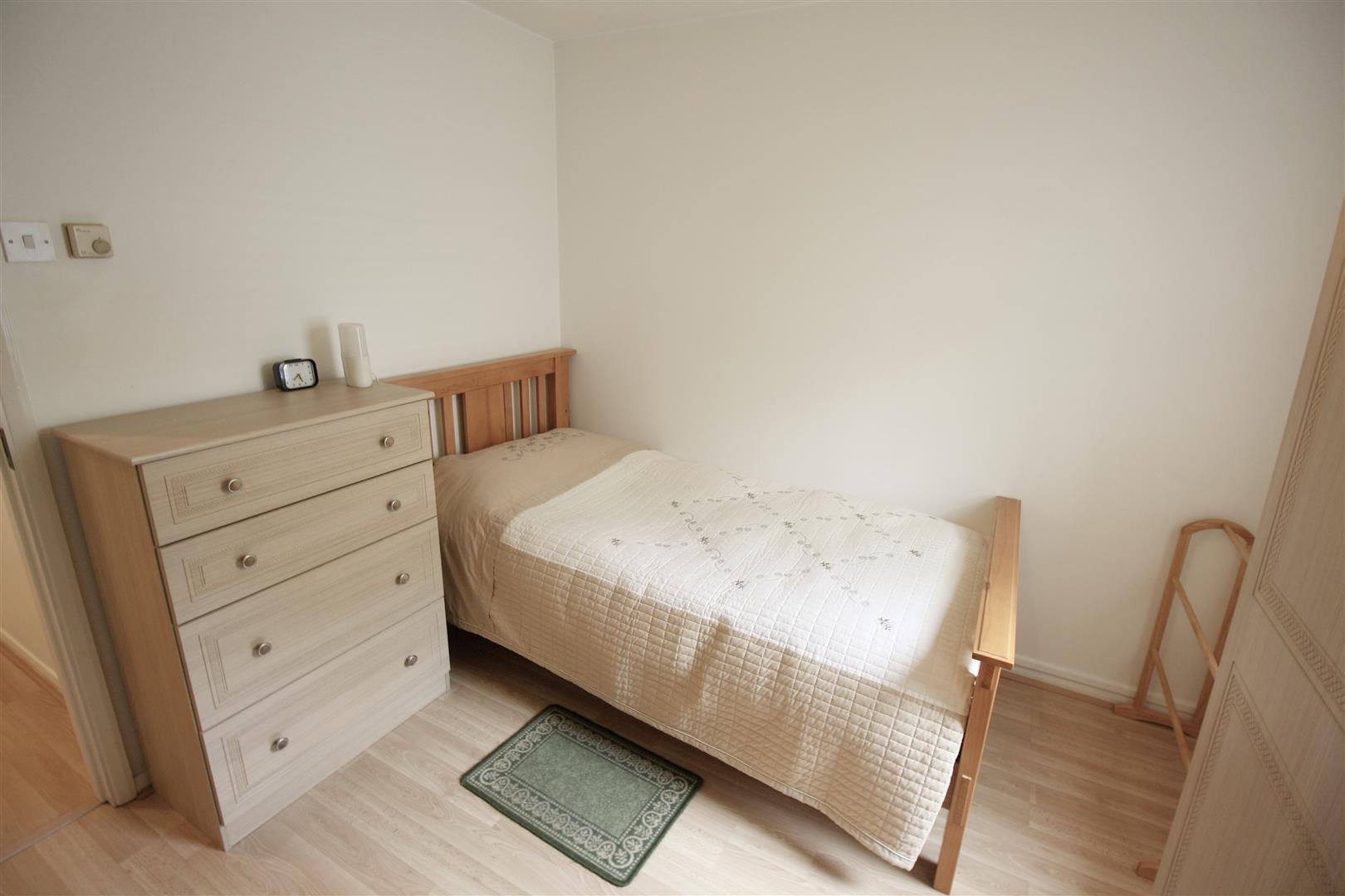 1 bed maisonette to rent in Turnpike Lane, Sutton 2