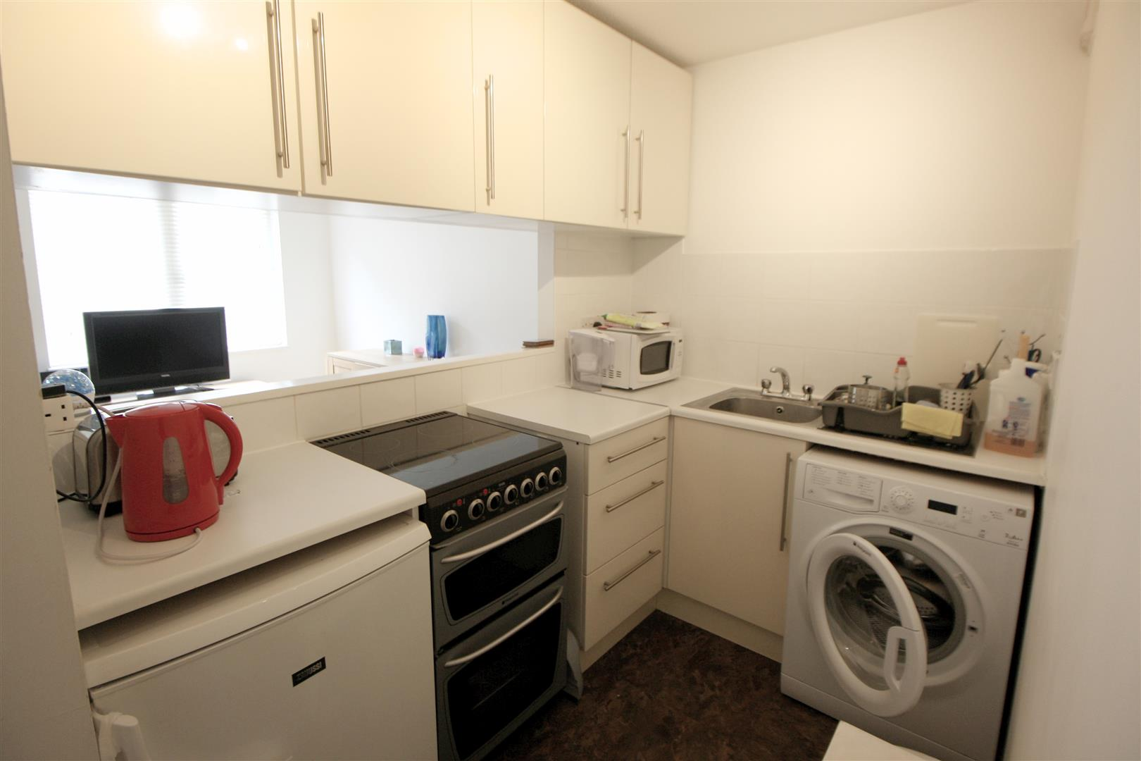 1 bed maisonette to rent in Turnpike Lane, Sutton 4