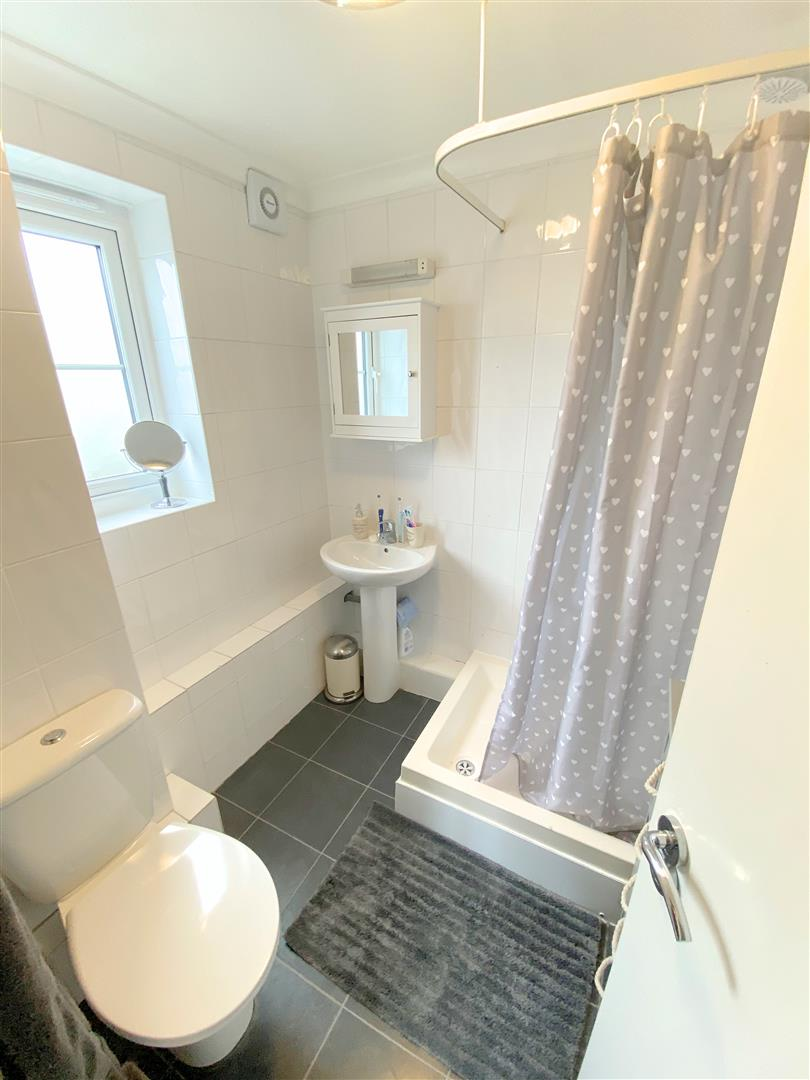 Flat to rent in Chipstead Close, Sutton 5