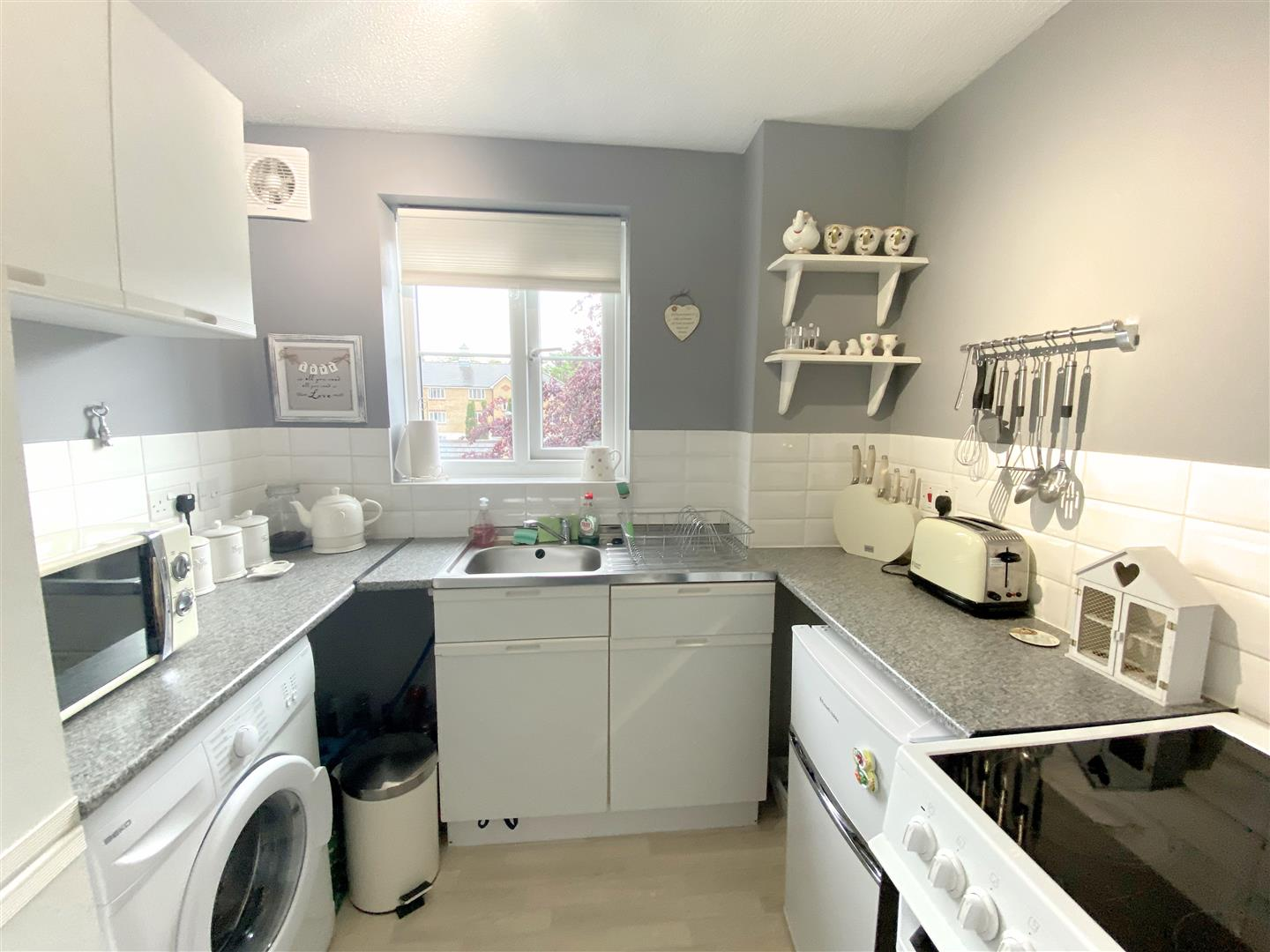 Flat to rent in Chipstead Close, Sutton 6