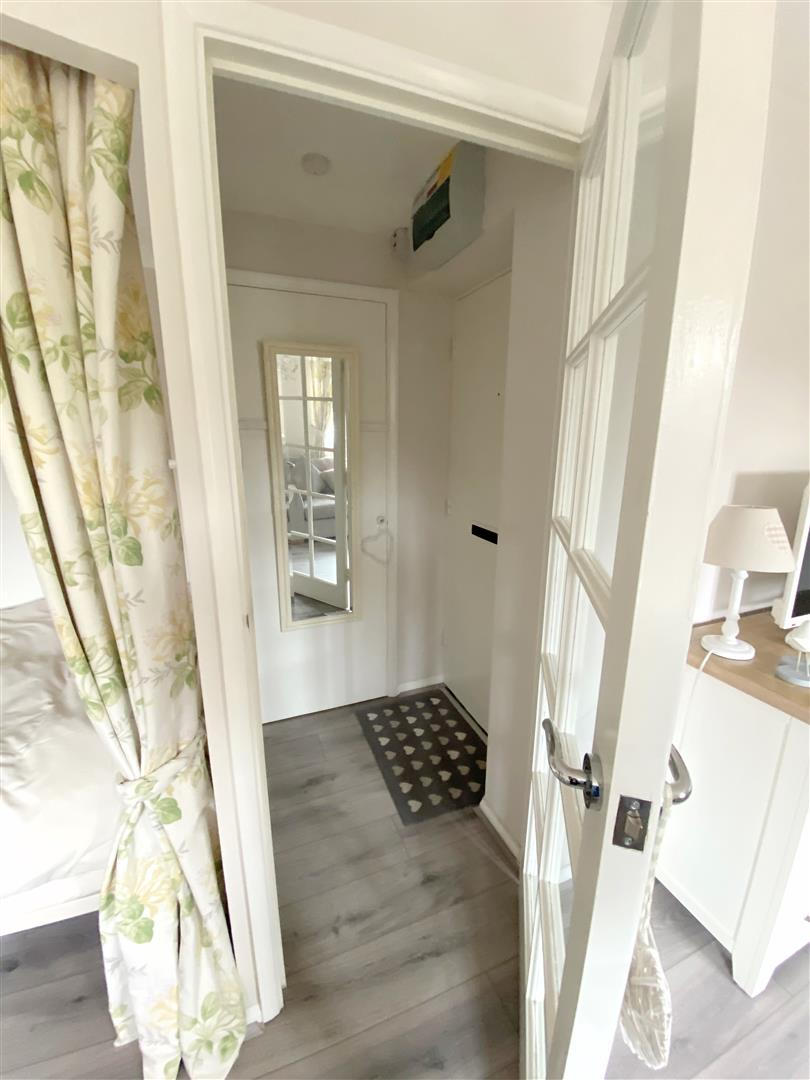 Flat to rent in Chipstead Close, Sutton 1