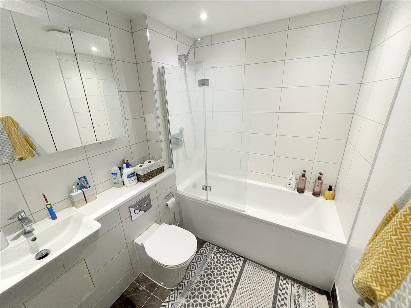 2 bed flat to rent in 242a High Street, Sutton 10