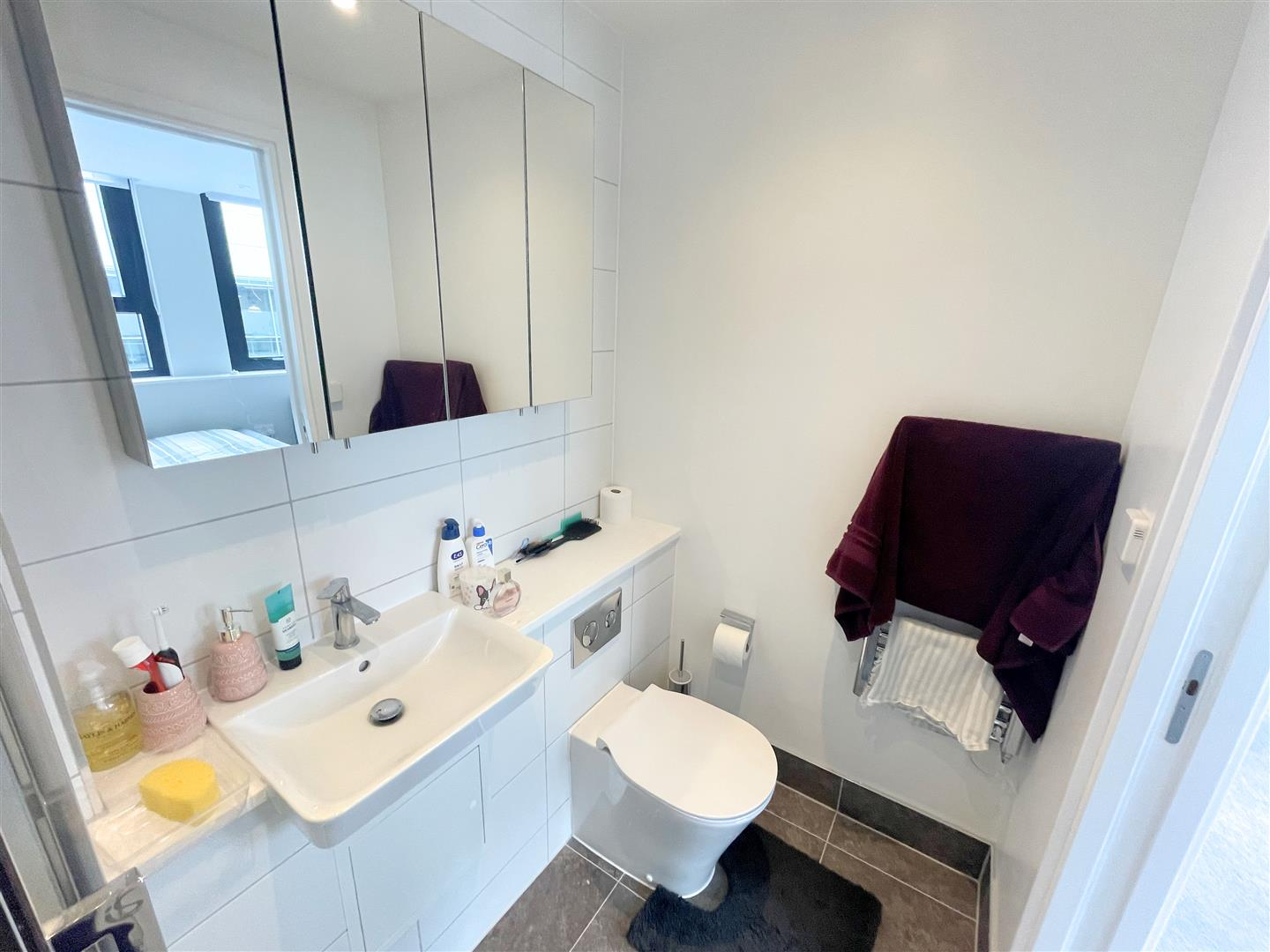 2 bed flat to rent in 242a High Street, Sutton  - Property Image 9