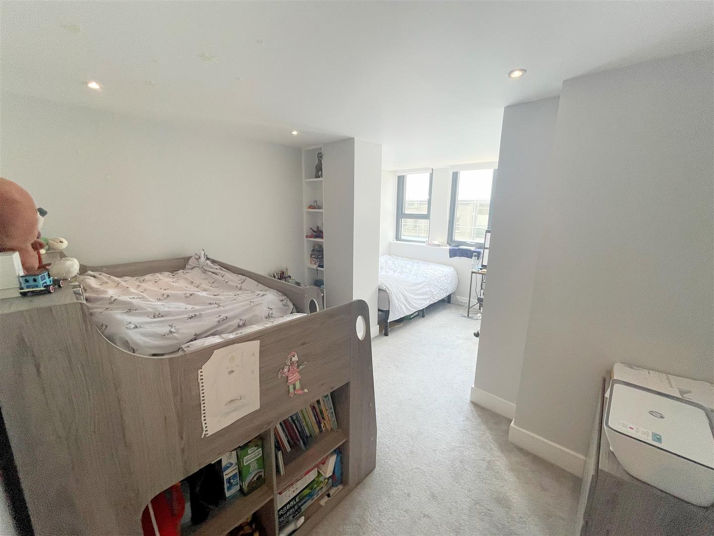 2 bed flat to rent in 242a High Street, Sutton 3