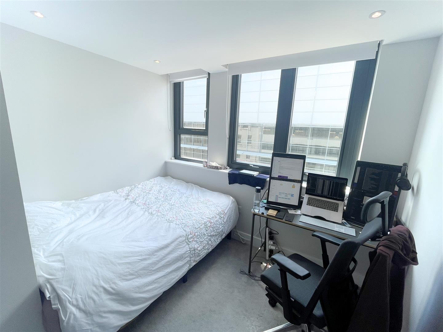 2 bed flat to rent in 242a High Street, Sutton 4